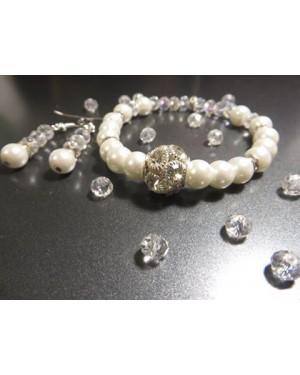 Комплект гривна и обеци от бели перли